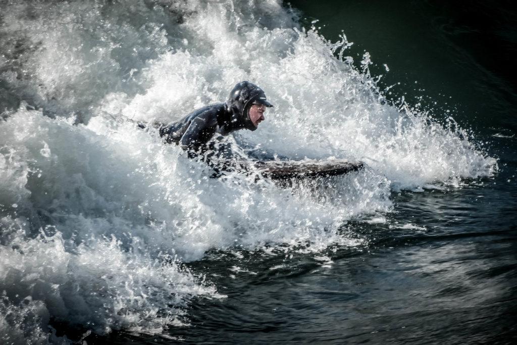 surf en rivière - theweekendwarrior.fr - simon la crampe