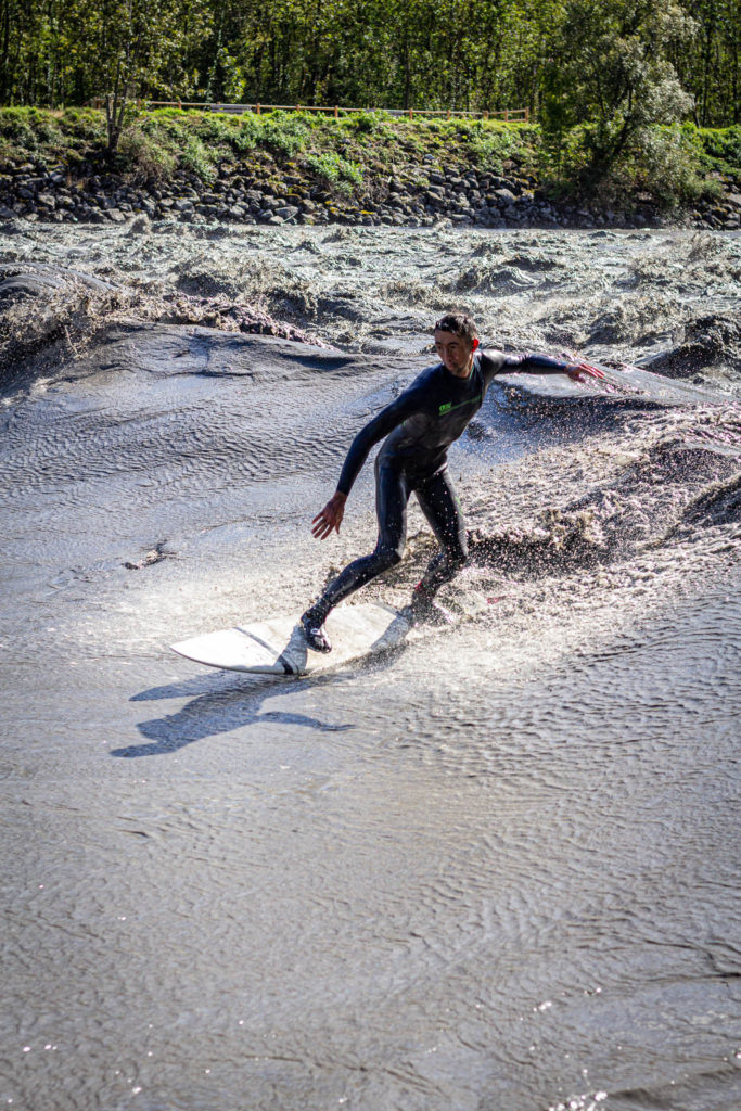 surf en rivière - theweekendwarrior.fr - john surf
